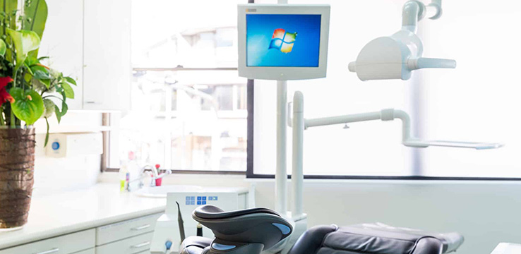 modern patient education monitor for the best dental treatment